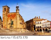Купить «Plaza Mayor at Trujillo», фото № 15673170, снято 18 ноября 2014 г. (c) Яков Филимонов / Фотобанк Лори