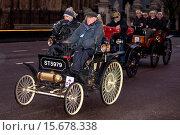 Купить «Vintage motor vehicles drive over Westminster Bridge during the first leg of the Bonhams London to Brighton Veteran Car Run 2014 Featuring: View,Contestant...», фото № 15678338, снято 2 ноября 2014 г. (c) age Fotostock / Фотобанк Лори