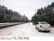 Автомобиль на зимней дороге. Стоковое фото, фотограф Левончук Юрий / Фотобанк Лори