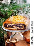 Купить «Poppy seed cake on glass cake stand under fir branch. Selective focus», фото № 15755078, снято 20 июля 2018 г. (c) age Fotostock / Фотобанк Лори