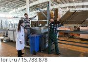 "Купить «Vegetable production in the Belgorod region. Company ""Greenhouses Belogoriya."" Harvest cucumbers.», фото № 15788878, снято 21 июля 2019 г. (c) age Fotostock / Фотобанк Лори"