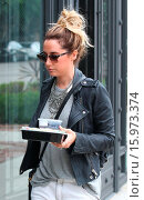 Купить «Ashley Tisdale takes her lunch to go on Melrose Place Featuring: Ashley Tisdale Where: Los Angeles, California, United States When: 19 Dec 2014 Credit: revolutionpix/WENN.com», фото № 15973374, снято 19 декабря 2014 г. (c) age Fotostock / Фотобанк Лори