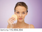 Купить «young woman cleaning face with exfoliating sponge», фото № 15994394, снято 31 октября 2015 г. (c) Syda Productions / Фотобанк Лори