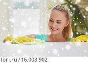 Купить «happy woman cleaning table at home kitchen», фото № 16003902, снято 25 января 2015 г. (c) Syda Productions / Фотобанк Лори