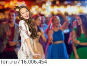 Купить «happy young woman in crown at night club party», фото № 16006454, снято 31 октября 2015 г. (c) Syda Productions / Фотобанк Лори