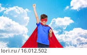 Купить «boy in red super hero cape and mask showing fists», фото № 16012502, снято 6 ноября 2015 г. (c) Syda Productions / Фотобанк Лори