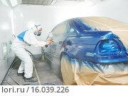 Купить «worker painting auto car body», фото № 16039226, снято 30 ноября 2015 г. (c) Дмитрий Калиновский / Фотобанк Лори