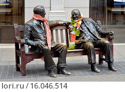 Купить «London, England, UK. Bronze Statue in Old Bond Street - ´Allies´ (Lawrence Holofcener - 1995) Winston Churchill and Franklin D Roosevelt on a bench.», фото № 16046514, снято 1 апреля 2015 г. (c) age Fotostock / Фотобанк Лори