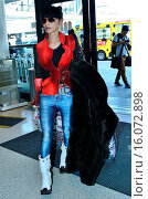 Купить «Bai Ling departs from Los Angeles International Airport (LAX) Featuring: Bai Ling Where: Los Angeles, California, United States When: 22 Jan 2015 Credit: WENN.com», фото № 16072898, снято 22 января 2015 г. (c) age Fotostock / Фотобанк Лори