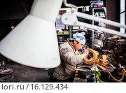 Купить «Takahiro Koizumi is making the outer mold of a new design of a iron teapot or tetsubin, nanbu tekki, Workshop of Koizumi family,craftsmen since 1659, Morioka, Iwate Prefecture, Japan.», фото № 16129434, снято 18 июня 2019 г. (c) age Fotostock / Фотобанк Лори
