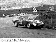 Roberto Bussinello-Nino Todaro's Alfa Romeo Giulia TZ, Scuderia Sant Ambroeus. Targa Florio, Sicily 26 April 1964. Стоковое фото, фотограф GP Library \ UIG / age Fotostock / Фотобанк Лори