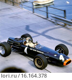 Jackie Stewart driving a BRM P261 at the Monaco Grand Prix, 1967. Стоковое фото, фотограф GP Library \ UIG / age Fotostock / Фотобанк Лори