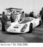 Le Mans 24 Hours Race, 11th June 1967. Jochen Rindt/Gerhard Mitter, Porsche 907, retired. Стоковое фото, фотограф GP Library \ UIG / age Fotostock / Фотобанк Лори