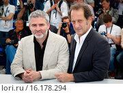 Stephane Briz, Vincent Lindon - Cannes/France/France - 68TH CANNES FILM FESTIVAL - PHOTO CALL THE MEASURE OF MAN (2015 год). Редакционное фото, фотограф Visual/SLF/PicturePerfect / age Fotostock / Фотобанк Лори