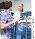 Купить «Girl helps boyfriend choose jeans», фото № 16198294, снято 17 сентября 2019 г. (c) Яков Филимонов / Фотобанк Лори