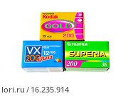 Купить «Три упаковки фотопленки разных производителей», фото № 16235914, снято 13 декабря 2015 г. (c) Игорь Кутателадзе / Фотобанк Лори
