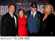 Купить «Saturday Night Live (SNL) 40th Anniversary Special at Rockefeller Plaza - Red carpet arrivals Featuring: Jim Belushi, Dan Akroyd, Spouses Where: New York...», фото № 16248486, снято 15 февраля 2015 г. (c) age Fotostock / Фотобанк Лори