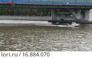 Купить «Катер на Москва-реке», видеоролик № 16884070, снято 18 июля 2019 г. (c) Павел Котельников / Фотобанк Лори