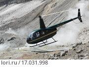 Купить «Вертолет Robinson R44 Raven взлетает в кратере действующего вулкана», фото № 17031998, снято 4 июля 2014 г. (c) А. А. Пирагис / Фотобанк Лори