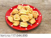 Купить «Домашнее печенье из песочного теста», фото № 17044890, снято 20 декабря 2015 г. (c) Наталья Осипова / Фотобанк Лори