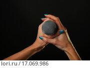 Купить «Микрофон с женских руках с синим маникюром на черном фоне», фото № 17069986, снято 16 декабря 2015 г. (c) Anton Eine / Фотобанк Лори