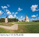 Купить «Мемориальный комплекс в деревне Лесная. Орел и Часовня.», фото № 17575618, снято 2 сентября 2013 г. (c) Виктор Пелих / Фотобанк Лори