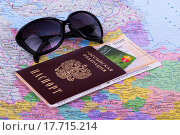 Паспорт, билет на поезд, кредитка на карте (2015 год). Редакционное фото, фотограф Ткачева Татьяна Александровна / Фотобанк Лори
