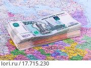 Много денег лежит на карте, денежные средства на  путешествия. Стоковое фото, фотограф Ткачева Татьяна Александровна / Фотобанк Лори