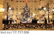Купить «Новогодние украшения. ГУМ. Москва», видеоролик № 17717006, снято 24 декабря 2015 г. (c) Яна Королёва / Фотобанк Лори