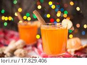 Купить «Ягодный чай с облепихой, имбирем и мёдом», фото № 17829406, снято 26 ноября 2015 г. (c) Евгения Горенкова / Фотобанк Лори