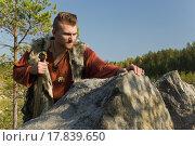 Купить «Викинг стоит у скалы», фото № 17839650, снято 23 сентября 2015 г. (c) Дмитрий Черевко / Фотобанк Лори