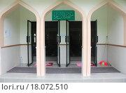 Вход в мечеть на острове Himmafushi, Мальдивы. Стоковое фото, фотограф Daniil Nasonov / Фотобанк Лори