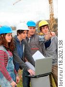 Купить «Adult with group of teenagers in professional training», фото № 18202138, снято 19 сентября 2018 г. (c) easy Fotostock / Фотобанк Лори