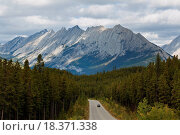 Купить «Maligne Road and Colin Range, Canada», фото № 18371338, снято 11 июля 2020 г. (c) easy Fotostock / Фотобанк Лори