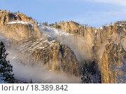 peaks of the mountains in Yosemite National Park. Стоковое фото, фотограф Jeff Banke / easy Fotostock / Фотобанк Лори