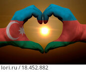 Heart and love gesture by hands colored in azerbaijan flag durin. Стоковое фото, фотограф Vedran Vukoja / easy Fotostock / Фотобанк Лори