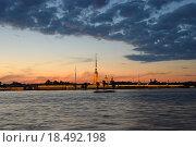 Петропавловская крепость с подсветкой на закате, Санкт-Петербург (2015 год). Стоковое фото, фотограф Максим Мицун / Фотобанк Лори