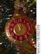 Купить «Новогодние часы», эксклюзивное фото № 18582610, снято 1 января 2016 г. (c) Volgograd.travel / Фотобанк Лори