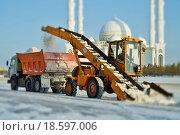 Уборка городских улиц от снега (2016 год). Редакционное фото, фотограф Елена Чегодаева / Фотобанк Лори