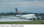 Купить «Boeing 747 accelerating before take-off», видеоролик № 18673662, снято 5 сентября 2015 г. (c) Игорь Жоров / Фотобанк Лори