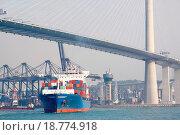 Купить «container ship and modern bridge», фото № 18774918, снято 1 апреля 2020 г. (c) easy Fotostock / Фотобанк Лори