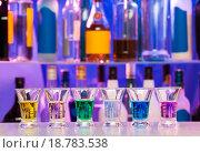 Купить «Алкогольные шоты в баре», фото № 18783538, снято 14 ноября 2015 г. (c) Сергей Новиков / Фотобанк Лори