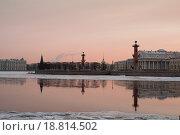 Ростральные колонны в зимний вечер. Стоковое фото, фотограф Игорь Акимов / Фотобанк Лори