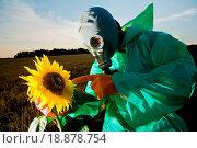 Купить «In gas mask», фото № 18878754, снято 16 июля 2018 г. (c) easy Fotostock / Фотобанк Лори