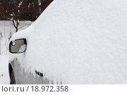 Машина под снегом. Стоковое фото, фотограф Сергей Блинов / Фотобанк Лори