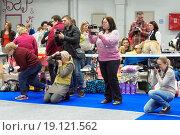 Фотографы на выставке собак, эксклюзивное фото № 19121562, снято 28 ноября 2015 г. (c) Константин Косов / Фотобанк Лори