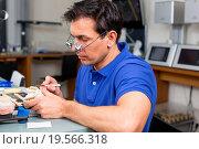 Купить «Dental lab technician appying porcelain to mold», фото № 19566318, снято 21 июля 2018 г. (c) easy Fotostock / Фотобанк Лори