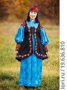 Красивая девушка в хакасском национальном костюме с орнаментами и вышивка. Стоковое фото, фотограф Евгений Майнагашев / Фотобанк Лори
