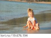 Девочка блондинка на берегу океана. Стоковое фото, фотограф Евгений Андреев / Фотобанк Лори