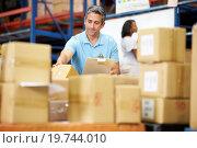 Купить «Workers In Warehouse Preparing Goods For Dispatch», фото № 19744010, снято 27 октября 2012 г. (c) easy Fotostock / Фотобанк Лори